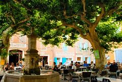 the terrace (atsjebosma) Tags: trees france water fountain caf terrace boom frankrijk terras bakker boulangerie 2012 planetree fontein stoelen plataan villedieu sfeervol cafducentre atsjebosma