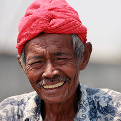 J77A8354 -- Smiling boatsman in Jakarta (Nils Axel Braathen) Tags: life people indonesia faces expression jakarta autofocus blueribbonwinner flickrestrellas ringexcellence blinkagain rememberthatmomentlevel4 rememberthatmomentlevel1 rememberthatmomentlevel2 rememberthatmomentlevel3