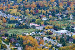 Mont Saint-Hilaire (Danny VB) Tags: autumn canada color colour tree fall tourism saint automne canon season de 350d rebel university natural quebec hiking reserve mount canon350d rebelxt arbre mont mcgill couleur naturelle sthilaire randonne saison gault sainthilaire rserve luniversit radonnee mygearandme mygearandmepremium flickrstruereflectionlevel1