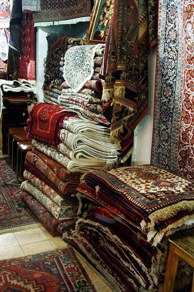 ispahan carpet analysis essay