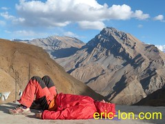 Eric Lon yoga at Demul (17) (Eric Lon) Tags: india cold yoga energy dynamic tibet heat practice souffle himalaya breathe froid warming spiti breathing inde tibetain himalayen chaleur activate respiration ericlon rechauffer demul acriver