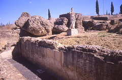 Pinturas murales y escultura 33 (Rafael Jimnez) Tags: espaa archaeology sevilla spain 1988 slides diapositivas arqueologa santiponce arteromano itlica