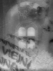 """Adele Bloch Bauer an ihrem Grab - Klimt - Vienna - Zentralfriedhof - """"Golden Adele"""" at her Grave - Schlo Neugebude, Feuerhalle Simmering (hedbavny) Tags: vienna wien friedhof art cemetery graveyard shop bag austria sterreich kunst kultur culture kitsch klimt secession souvenir artnouveau grab bookshop adele schrift geschft gustavklimt kopie zentralfriedhof krematorium simmering tasche westbahnhof urne arkade ikone findesicle lgemlde bedruckt wiene"""