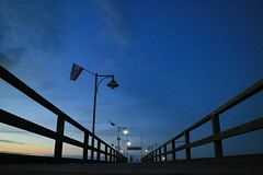 The Pier (preze) Tags: rgen ghren deutschland germany ostsee balticsea baltischesmeer atlantischerozean marebalticum binnenmeer steeg pier evening abend sky himmel blau blue kste coast outdoor ocean canoneosm3 efm1855 dmmerung