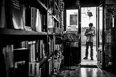 Books within, books out (Javi Calvo) Tags: reading book newspaper spain streetphotography libro escalera salamanca lectura fotografiaurbana clerecia cursofotografia fotografiadecalle callecompaia javicalvo