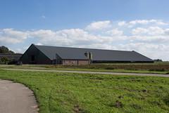 Zeer grote nieuwe schuur aan de Kwelderweg, Kollumerland (Jeroen Hillenga) Tags: boerderij boerenschuur schuur farm friesland frysln netherlands nederland farming kwelderweg