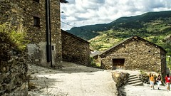 2073  Civis, Lleida (Ricard Gabarrs) Tags: rural rustico montaa cielo casa casas pueblo civis villa aldea city ricardgabarrus airelibre calle plaza ricgaba olympus