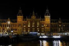 P2390897 (Lumixfan68) Tags: amsterdam centraal bahnhof nachtaufnahmen holland niederlande