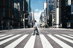 Strides across Ginza street (Eddy+) Tags: canon 7d 1022mm usm landscape portrait wideangle