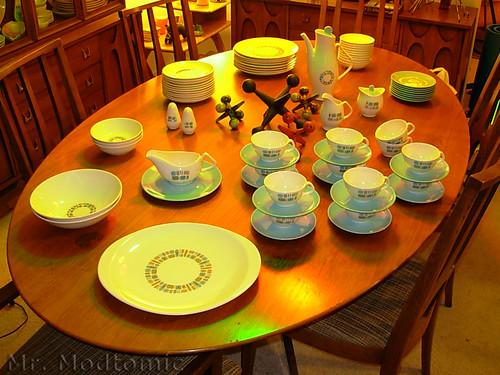DSCN1897 & Mr. Modtomic: This HUGE Set Of Canonsburg Temporama Dinnerware ...