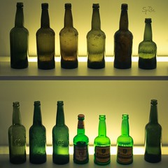 Aller guten Dinge sind 3! (ms holmes) Tags: green beer backlight bottles many empty leer several bier backlit grn viele beleuchtung flaschen mehrere canoneos1000d