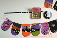 UUUU it's a bunting tutorial! (threekitchenfairies) Tags: halloween crafts flags bunting paperpiecing foundationpiecing