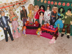 Halloween Party (barbie.basfash2013) Tags: army high doll witch wizard scarecrow ken barbie joe grease direction idol kelly malik fashionista dollamerican cha acessories rule basics gi peacekeeper dollone ghouls barbieandken zayn kenbarbie ballerinabarbie matteldoll steffiebarbie dollmonster dollworld dollfairy barbiefashionista idolamerican outfitbarbie dollbunny barbieskipper directionzayn stardollbarbie hybridbarbie barbieelvis barbie2012 ryanfashionistadoll malikone bodybarbie jamesdeanken barbiearticulatedkenarticulated barbiehalloweenparty ozbarbie dressken kellypumpkin dollkelly dollgeneric kentinmandoll kendolltinman kendollfashioinista elvisbarbiedoll2012