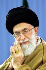 سایت رسمی علی خامنهای با انتشار یادداشتی اعلام کرد: «هیچکس نمیتواند به بهانه اینکه فرمان رهبری اشتباه است یا ممکن است اشتباه باشد، از اطاعت وی شانه خالی کند.» http://j.mp/TKBmwR