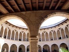 """Castell de Bellver - Palma - Bögen • <a style=""""font-size:0.8em;"""" href=""""http://www.flickr.com/photos/87978117@N02/8128468903/"""" target=""""_blank"""">View on Flickr</a>"""