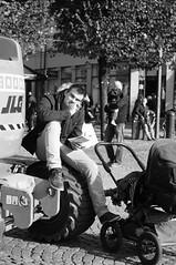 R0016161 (Sigfrid Lundberg) Tags: man lund skne sweden pram mainsquare stortorget barnvagn zm cityhallsquare csonnart1550 zeiss50mmf15csonnarzm