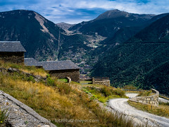 Andorra nature: Vall d'Orient (lutzmeyer) Tags: summer mountains history farmhouse rural montana europe sommer landwirtschaft haus september berge septiembre oldhouse verano below baixa agriculture unten andorra antic oldhouses pyrenees iberia montanas estiu pirineos pirineus iberianpeninsula gebirge landleben pyrenen historisch setembre agricultura scheune rurallife borda muntanyes bauernhaus alteshaus encamp bordes altehuser setiembre gebirgszug iberischehalbinsel mfmediumformat valldorient vallorient livingantic livingrural lndlichesleben encampparroquia bordesdebeixalis carreteradevilabeixaliscs210