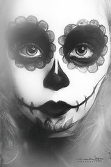 Bonita calavera [Explored] (Malia Len ) Tags: portrait halloween face mexicana children skull costume kid eyes infant child retrato cara makeup nia ojos malia disfraz primer plano calavera mejicana maquillje malialeon