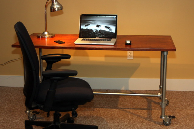 Desks Made With Kee Klamp Pipe Fittings Image Gallery