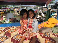 Pumpkin boat girls at a floating market near Cần Thơ (mbphillips) Tags: market floatingmarket fareast southeastasia 越南 ベトナム 베트남 asia アジア 아시아 亚洲 亞洲 mbphillips canonixus400 together two people gente 人 사람들 市場 市场 시장 mercado geotagged photojournalism photojournalist smile travel vietnam việtnam