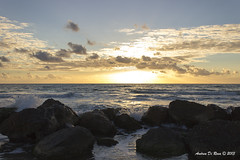 Il primo del duemilatredici_2 (andrea.dirosa) Tags: tramonto mare foto primo sole spiaggia onde sabbia anno scogli schiuma 01012013