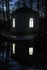 Genomskinlig Ljusterapi (auzgos) Tags: å fönster slott kväll paviljong rånäs genomskinlig fotosondag fs130203