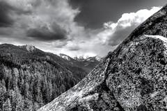 Moro Rock, Sequoia (Mario De Leo) Tags: california park parque sky white black tourism blanco monochrome rock clouds forest canon rebel rboles negro panoramic national cielo nubes turismo nacional sequoia roca moro panormica 550d t2i mariodeleo accrama