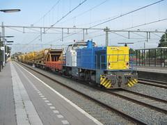 RTS 1018 met een Ketinghoor door Apeldoorn. (Jonathan Blokzijl) Tags: ketinghoor apeldoorn wagon werkmaterieel werktrein nederland netherlands nkladnvlak bahn bahnhof cargo canon cargotrain zug station spoor spoorwegen freight freighttrain goederentrein gelderland goederentreinapeldoorn locomotief pocigtowarowy infra inframaterieel railway railways trein train trains rail railinframaterieel rts 1018 rts1018 g1206