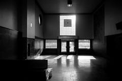 Grangesberg, vantsalen (Michael Erhardsson) Tags: grngesberg vntsal empty dsligt jrnvgsstation svartvitt 2016 gg interir