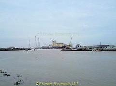 Chao Phraya River  from Wat Bang Hua Suea, Moo 8, Phra Pradaeng, Samut Prakan Province, Thailand. (samurai2565) Tags: watbanghuasuea moo8 banbanghuasuea tambonbanghuasuea amphoephrapradaeng samutprakan samutprakanprovince thailand templesinsamutprakan