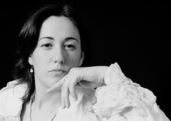 Sonia. Ene2005. (fernandobarcenapena) Tags: mujer retrato portrait woman mano hand blackwhite blanconegro personas people