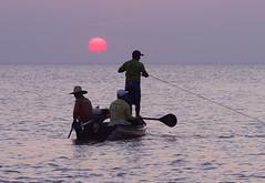 Por-do-sol no Rio Tapajós (Ricardo_ Lima) Tags: sunset brazil nature brasil natureza santarém santarem pescadores amazônia riotapajós northernbrazil biomas parastate l´amazonie