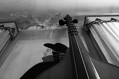 octobass (Maieutica) Tags: bw music house muro wall grande casa big bn ceiling musica instrument octobass huge parete tente corde enorme courtains soffitto strumento contrabbasso