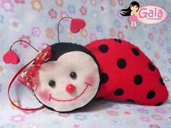 Enfeite Joaninha (Gaia Artesanatos) Tags: red cute vermelho quarto feltro viver fofo joaninha joana filz quadrinho lojinha quartodecriana
