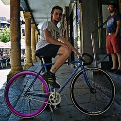 SalaBiKER: Alejandro (Walimai.photo) Tags: plaza portrait bike bicycle lumix girlfriend retrato bicicleta panasonic explore ciclista pblico salamanca novia corrillo lx5