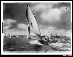 18 footer KERIKI under sail, Sydney Harbour