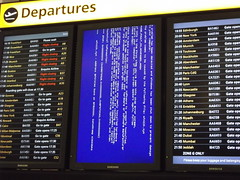 Oops! (tim ellis) Tags: uk windows holiday computer crash failure flight problem trouble uhoh lhr heathrowairport terminal5 terminalfive justcats msh0513 msh051315