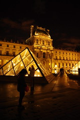 Paris, janvier 2013, Le Louvre 30 (paspog) Tags: paris france night lights licht pyramid nacht louvre nuit pyramide lelouvre lumières pyramidedulouvre mygearandme