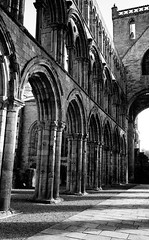 Jedburgh Abbey, Scottish Borders, Scotland (iainmac2) Tags: scotland scottish ilforddelta400 scottishborders scannedfilm ilfosol leicamp epsonv700 leicasummicron35mmf20iv summicron35mmtypeiv 35mmsummicrontypeiv