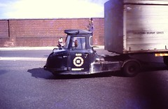 DUBLIN / EIRE 1978 pic025 (streamer020nl) Tags: ireland dublin eire 1978 ierland scammell mechanicalhorse articulatedtruck s133