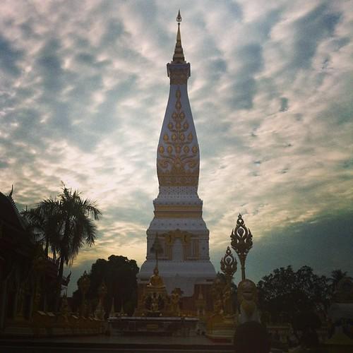 ท้องฟ้าสวยงาม อากาศดีๆ @พระธาตุพนม ^^