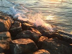 Brandung (Blende2,8) Tags: steine brandung wasser wellenbrecher meer