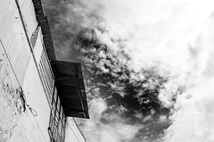 Street (leonlee28) Tags: street streetphotography leonlee leonlee28 outdoor outdoorphotography photography bw blackwhite blackandwhite blackandwhitephotography black white monotone mono monochromatic monochrome clouds cloudysky sky building wall roof sunny sunnyday darksky perspective
