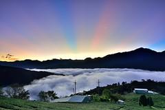 武界~雲海霞光~  ~日出雲浪~  Sunrise ray above clouds (Shang-fu Dai) Tags: 台灣 taiwan 南投 clouds nikon d800e afs1635mmf4 sky 雲海 雲浪 日出 霞光 sunrise landscape formosa nantou 戶外 雲