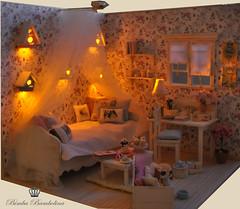 Ooak Diorama Shabby Canopy Bed (9)
