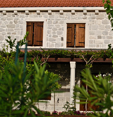 Doors and Windows of Postira (23) (roksoslav) Tags: nikon croatia dalmatia bra postira d5100 afsvrnikkor70300mmmf45f56gifed doorsandwindowsofpostira