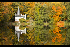On Golden Pond (Bert Kaufmann) Tags: autumn reflection fall colors reflections germany deutschland pond colours herbst herfst autumncolors allemagne herfstkleuren duitsland vijver reflectie kleuren ongoldenpond dalheim reflecties antonraky rakyweiher rdgen dalheimrdgen
