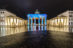 festival of lights study II (Tafelzwerk) Tags: reflection berlin rain night clouds dark nacht symmetry brandenburgertor reflexion festivaloflights regen dunkel symmetrie fol