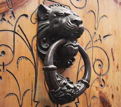 Aldaba (Juanedc) Tags: door espaa animal puerta lion zaragoza leon aragon knocker saragossa aldaba picaporte