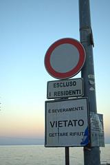 Palermo: Sant'Elia (Luciano ROMEO) Tags: segnale stradale divieto cartellone